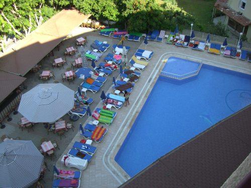 Blick auf den Pool in der Türkei